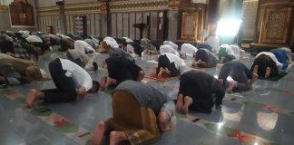 Ulama Senior Madinah Meralat Fatwa Tentang Shaf Renggang